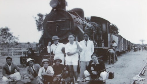 Agostinho Neto and friends leaving or returning from a hunting trip in Angola, around 1936