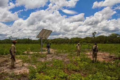 A borehole is finished and equiped with solar power; Um furo está finalizado e equipado com energia solar.