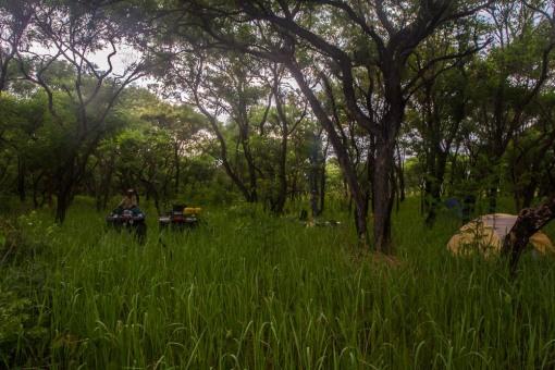 Camping deep in Luando... Acampando nas profundezas do Luando.