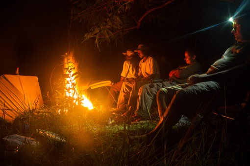 Camp fire in Luando; Fogueira no acampamento no Luando.