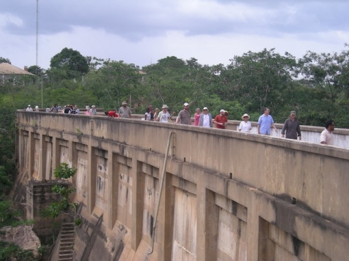 Angola Field Group members walking along the Mabubas Dam in Caxito before it was rehabilitated.    Angola Field Group members walking along the Mabubas Dam in Caxito before it was rehabilitated.