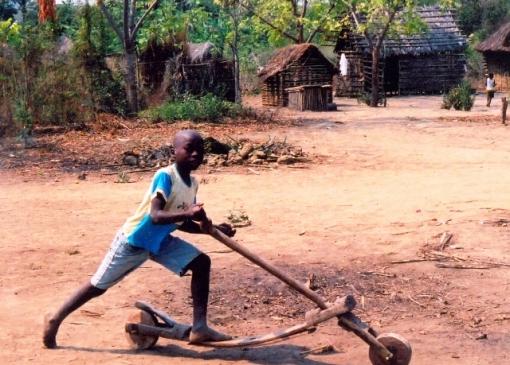 Experience life in a traditional African village. Photo courtesy Rolly Villanueva.     Experience life in a traditional African village. Photo courtesy Rolly Villanueva.