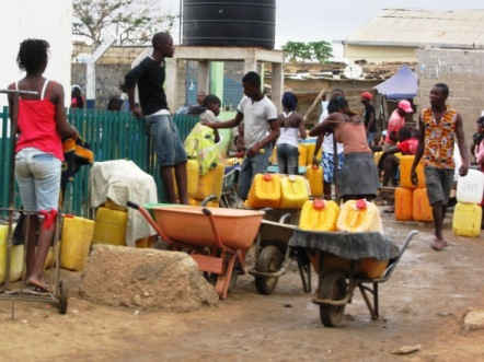 Having to walk up to 100 meters to get a bucket of water from a standpost, is considered adequate water coverage according to the Angolan Institute of Statistics. Photo courtesy DW.