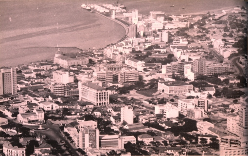 The National Bank visible on the Marginal that runs to the port. Both photos are from around 1960.