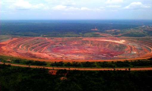 Today the Catoca kimberlite pipe is considered the fifth largest diamond-rich rock formation on Earth in terms of surface area. Over 600 Kimberlite pipes, vertical igneous rock tubes of various sizes which can contain diamonds, have been discovered throughout Angola but less than a dozen are commercially viable. Photo 2012, courtesy of Konstantin Grave.